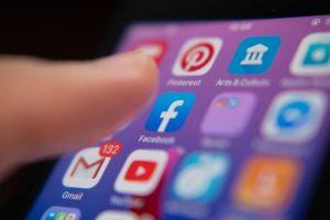 Baterai Lebih Awet Yuk Simak Keuntungan Facebook Fitur Dark Mode
